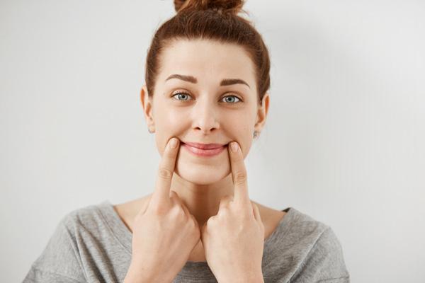 здоровые уголки рта не мешают улыбаться