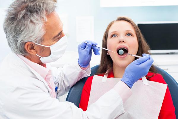 санация полости рта при налете на языке